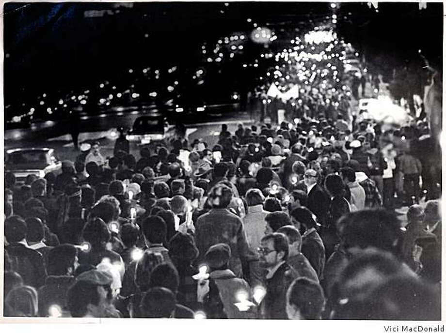 Thousands gather to pay tribute to slain mayor George Moscone and Supervisor Harvey Milk on Nov. 27, 1978, the one year anniversary of their assassination by Supervisor Dan White. Photo: Vici MacDonald