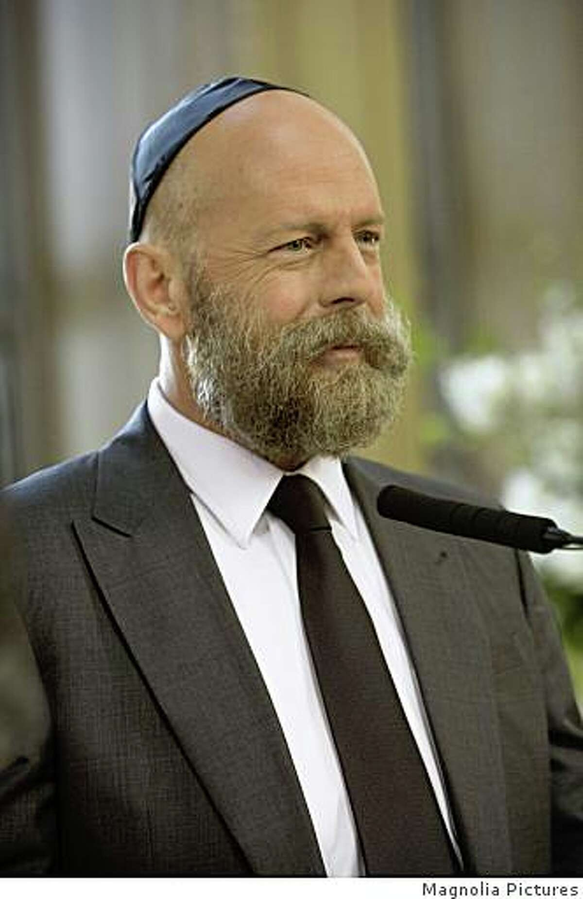 Bruce Willis in Barry Levinson's