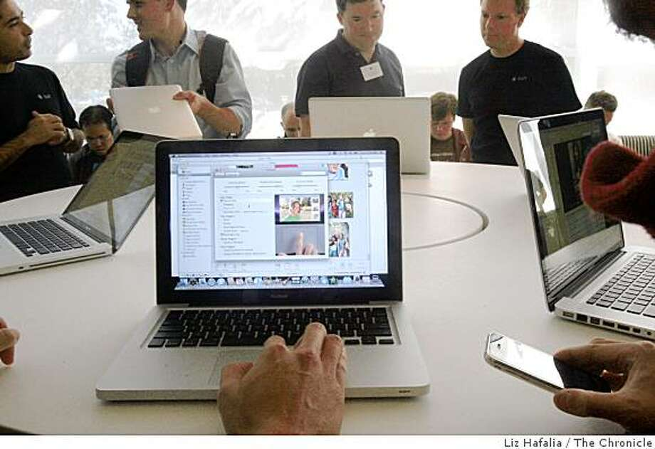 Apple laptops  with new touch control at Apple Headquarters in Cupertino , Calif., on Tuesday, October 14, 2008. Photo: Liz Hafalia, The Chronicle