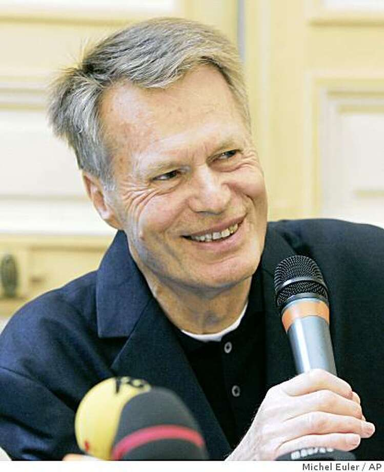 "France's Jean-Marie Gustave Le Clezio smiles during a press conference in Paris, Thursday Oct.9, 2008. Le Clezio, 68, won the 2008 Nobel Prize in literature on Thursday for works characterized by ""poetic adventure and sensual ecstasy"" and focused on the environment, especially the desert. (AP Photo/Michel Euler) Photo: Michel Euler, AP"