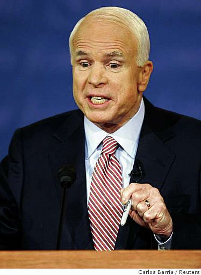 U.S. Republican presidential nominee Sen. John McCain (R-AZ) makes a point during the first U.S. presidential debate in Oxford, Mississippi, September 26, 2008.   REUTERS/Carlos Barria  (UNITED STATES)   US PRESIDENTIAL ELECTION CAMPAIGN 2008 (USA) Photo: Carlos Barria, Reuters