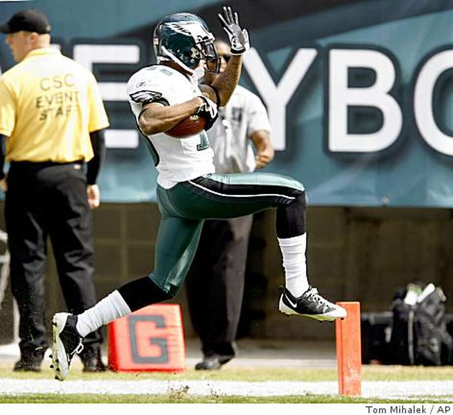 Philadelphia Eagles wide receiver DeSean Jackson runs back a 68-yard punt return for a touchdown in the second quarter of an NFL football game against the Washington Redskins, Sunday, Oct. 5, 2008, in Philadelphia. (AP Photo/Tom Mihalek) Photo: Tom Mihalek, AP