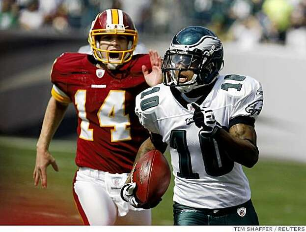 Philadelphia Eagles punt returner DeSean Jackson (10) returns a punt for a touchdown as Washington Redskins punter Durant Brooks (14) chases during the first quarter of NFL football game action in Philadelphia, Pennsylvania, October 5, 2008. REUTERS/Tim Shaffer (UNITED STATES) Photo: TIM SHAFFER, REUTERS