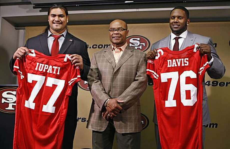 San Francisco 49ers first-round draft picks Mike Iupati, left, a guard from Idaho, and Anthony Davis, right, a tackle from Rutgers, pose with head coach Mike Singletary, center, at an NFL football news conference at 49ers headquarters in Santa Clara, Calif., Friday, April 23, 2010. Photo: Paul Sakuma, AP