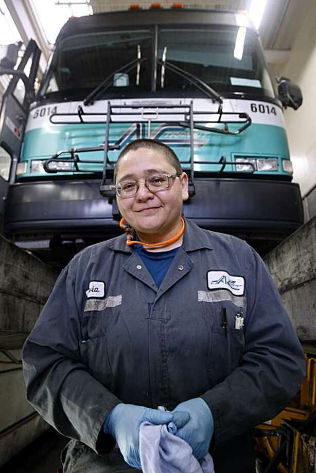 Mechanic Sylvia Gil repairs an AC Transit bus at the maintenance yard in Oakland, Calif., on Wednesday, March 31, 2010. Photo: Paul Chinn, The Chronicle