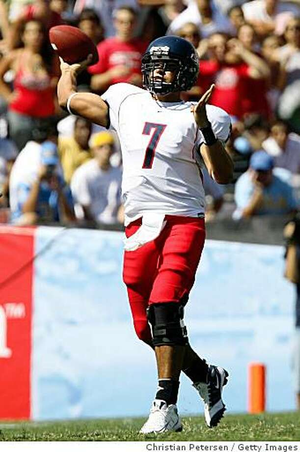 PASADENA, CA - SEPTEMBER 20:  Quarterback Willie Tuitama #7 of the Arizona Wildcats throws a pass during the college football game against the UCLA Bruins at the Rose Bowl on September 13, 2008 in Pasadena, California. The Wildcats defeated the Bruins 31-10.  (Photo by Christian Petersen/Getty Images) Photo: Christian Petersen, Getty Images