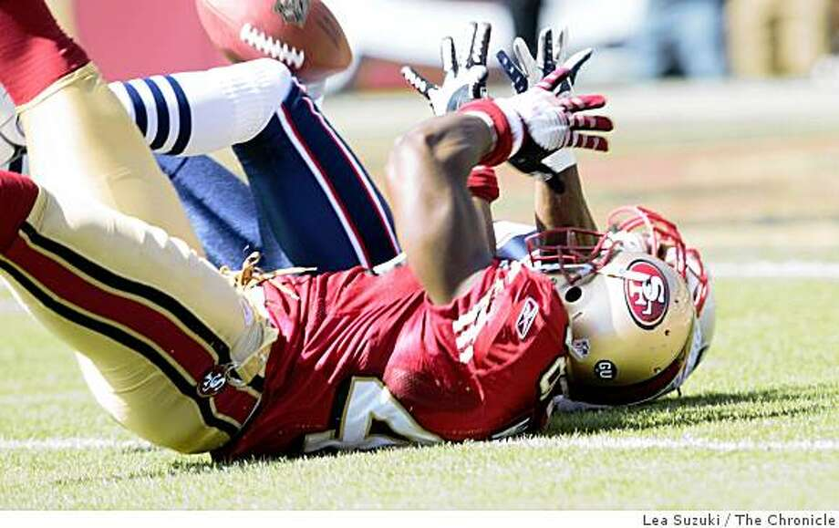 J.T. O'Sullivan pass intended for San Francisco 49ers Delanie Walker (46), foreground, intercepted  by New England Patriots Brandon Meriweather (31) in the first quarter on Sunday, October 5, 2008 in San Francisco, Calif. Final score: San Francisco 49ers 21 to New England Patriots 30. Photo: Lea Suzuki, The Chronicle