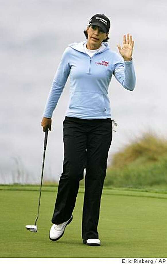 Juli Inkster waves after making a birdie putt on the first hole during the third round of the Samsung World Championship golf tournament in Half Moon Bay, Calif., Saturday, Oct. 4, 2008.(AP Photo/Eric Risberg) Photo: Eric Risberg, AP