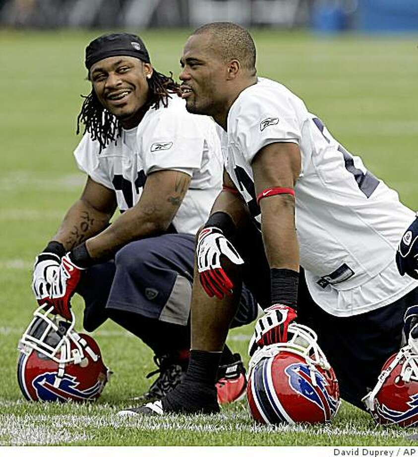 ** FILE ** In this July 26, 2008 file photo, Buffalo Bills' Marshawn Lynch, left, talks with Bills' Fred Jackson, during NFL football training camp at St. John Fisher College in Pittsford, N.Y. Fred Jackson doesn't know how much credit he deserves now that he's helped give the Buffalo Bills running attack a one-two punch behind starter Marshawn Lynch. (AP Photo/David Duprey, File) Photo: David Duprey, AP