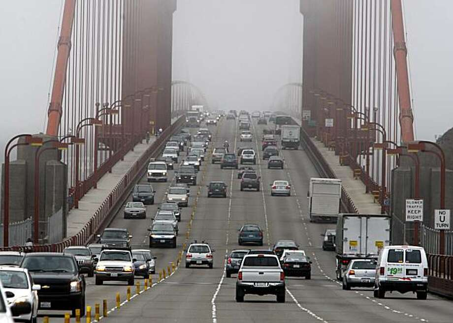 Southbound traffic (right) flows at the speed limit across the Golden Gate Bridge in Sausalito, Calif., on Friday, Sept. 4, 2009, the first full day the Bay Bridge is shut down to replace a section of the eastern span. Photo: Paul Chinn, The Chronicle