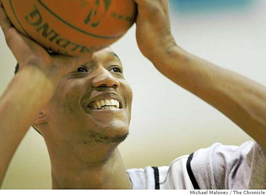 Warriors forward Anthony Randolph shoots  during practice at the Warrior training facility in Oakland, Calif., on October 2, 2008. Photo: Michael Maloney, The Chronicle