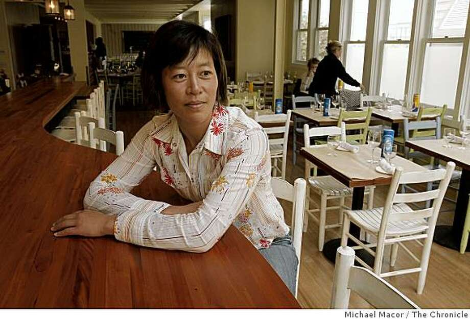 """Annette Yang, in her restaurant on Thursday Oct. 2, 2008 in San Francisco, Calif. two days after opening her first restaurant, """"Nettie's Crab Shack"""" on Union Street, even as some investors urged her to wait until the news of economic hardships had quieted. She open up on Sept. 30, 2008 and her business was packed. Photo: Michael Macor, The Chronicle"""