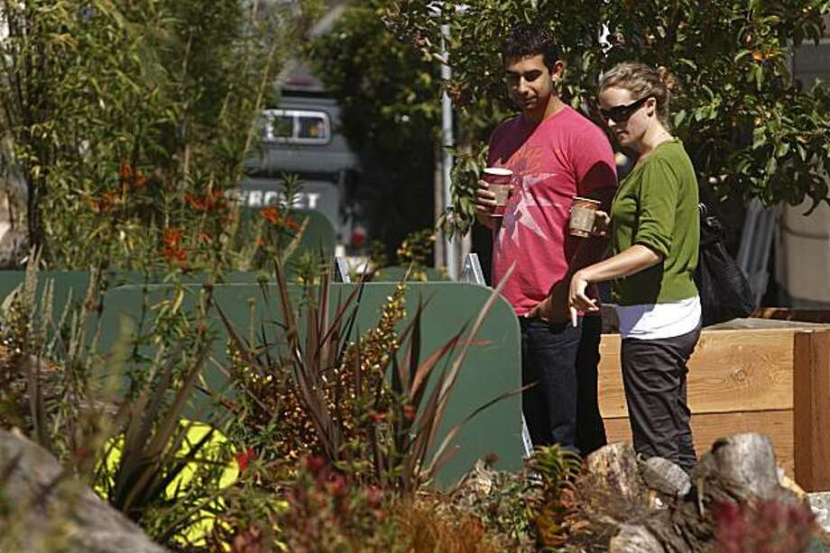 Pablo Woythaler (l to r), and Jessica Donohue, who recently moved to the area, check out the plants at Guerrero Park in San Francisco,  Calif. on Wednesday, September 16, 2009. Photo: Lea Suzuki, The Chronicle