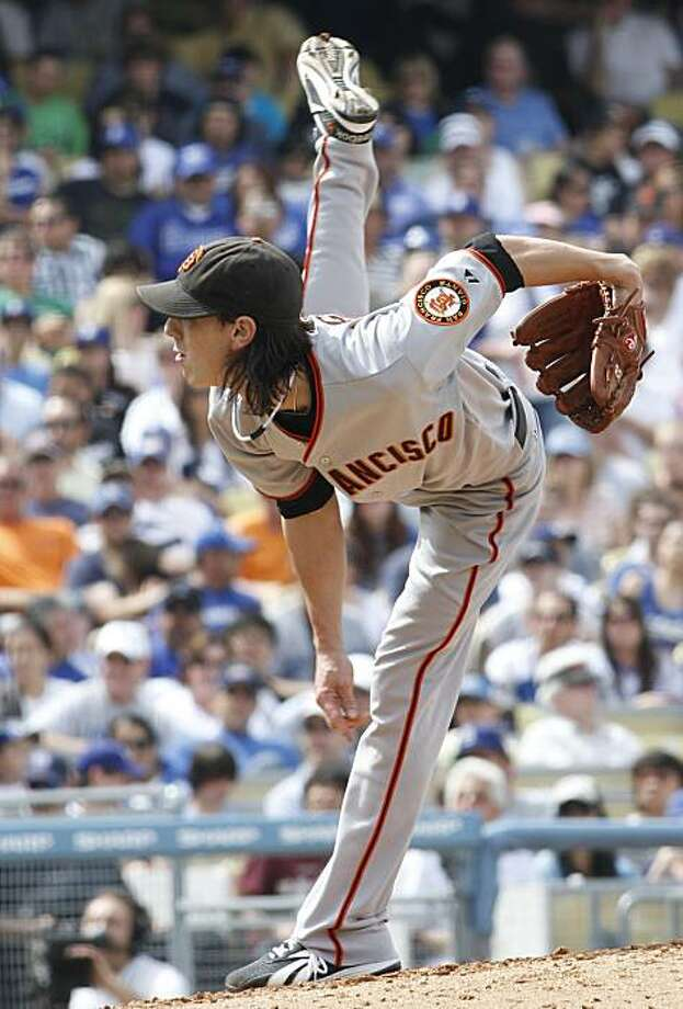 San Francisco Giants starting pitcher Tim Lincecum works against the Dodgers during the fifth inning in Los Angeles on Saturday. Photo: Lori Shepler, AP