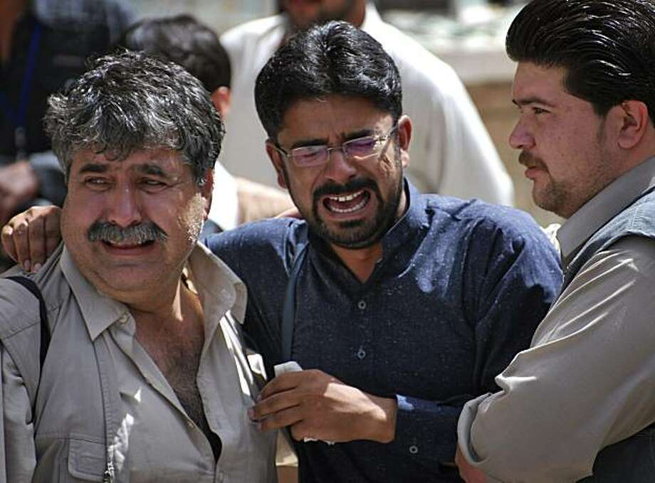 Pakistani journalists mourn a death of their colleague in Quetta, Pakistan on Friday, April 16, 2010. A suicide bomber attacked a hospital emergency room where Shiite Muslims were mourning a slain bank manager on Friday, killing eight people including a journalist and two policemen in Pakistan's main southwest city, police said. Photo: Arshad Butt, AP