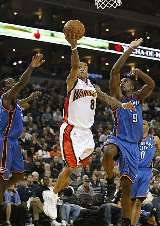 Golden State Warriors' Monta Ellis lays up a shot against Oklahoma City Thunder's Thabo Sefolosha, left, of Switzerland, and Serge Ibaka during the second half of an NBA basketball game Sunday, April 11, 2010, in Oakland, Calif. The Warriors won 120-117. Photo: Ben Margot, AP