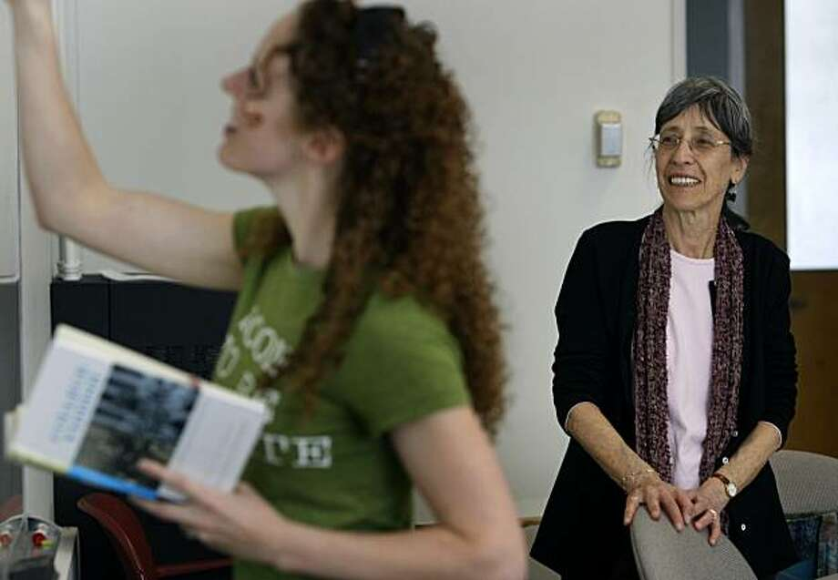 Dr. Yael Chaver (right) teaches her Yiddish 102 language class at UC Berkeley in Berkeley, Calif., on Friday, March 19, 2010. Photo: Paul Chinn, The Chronicle