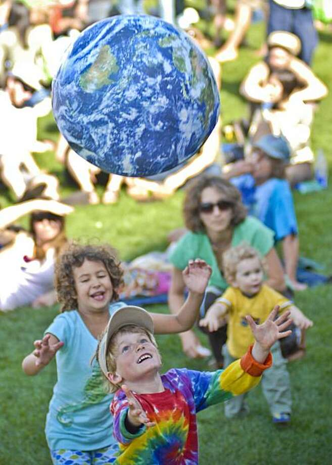 Earth Day celebrations in Santa Barbara Photo: Mattia Balsamini