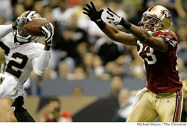 New Orleans Saints Tracy Porter (22) picks off a pass intended for San Francisco 49ers Arnaz Battle (83) during the 3rd quarter that stopped a San Francisco drive at the New Orleans Superdome in New Orleans, La.  on Sunday Sept.28, 2008. Photo: Michael Macor, The Chronicle
