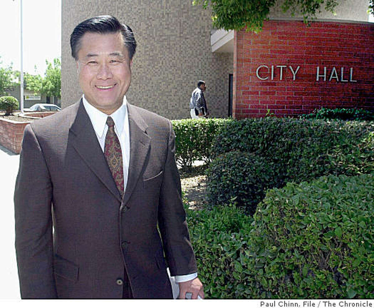 Leland Yee heads back to his car - and on to Bakersfield - after meeting with Visalia city officials and businessmen. Assembly members Leland Yee and Ellen Corbett met with local politicians in Tulare Co. to try to sell the proposed fiscal budget on 6/24/03 in Visalia.