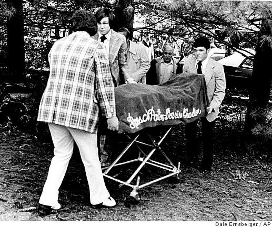 ** FILE **In this March 30, 1975 file photo, funeral home attendants remove the body of Marcia Trimble after it was found in a garage near her home in Nashville, Tenn. Jerome Sidney Barrett, a man already in prison on sex charges, was indicted based on a DNA match in June 2008. (AP Photo/The Tennessean, Dale Ernsberger, File) Photo: Dale Ernsberger, AP