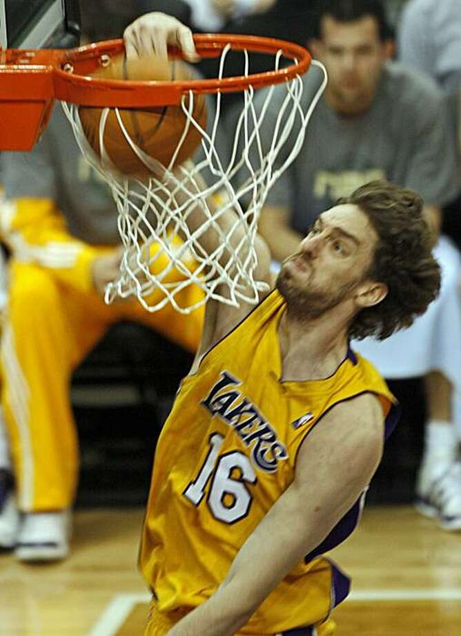 The Los Angeles Lakers' Pau Gasol dunks against the Minnesota Timberwolves during NBA action at the Target Center in Minneapolis, Minnesota, on Friday, April 9, 2010. (Marlin Levison/Minneapolis Star Tribune/MCT) Photo: Marlin Levison, MCT