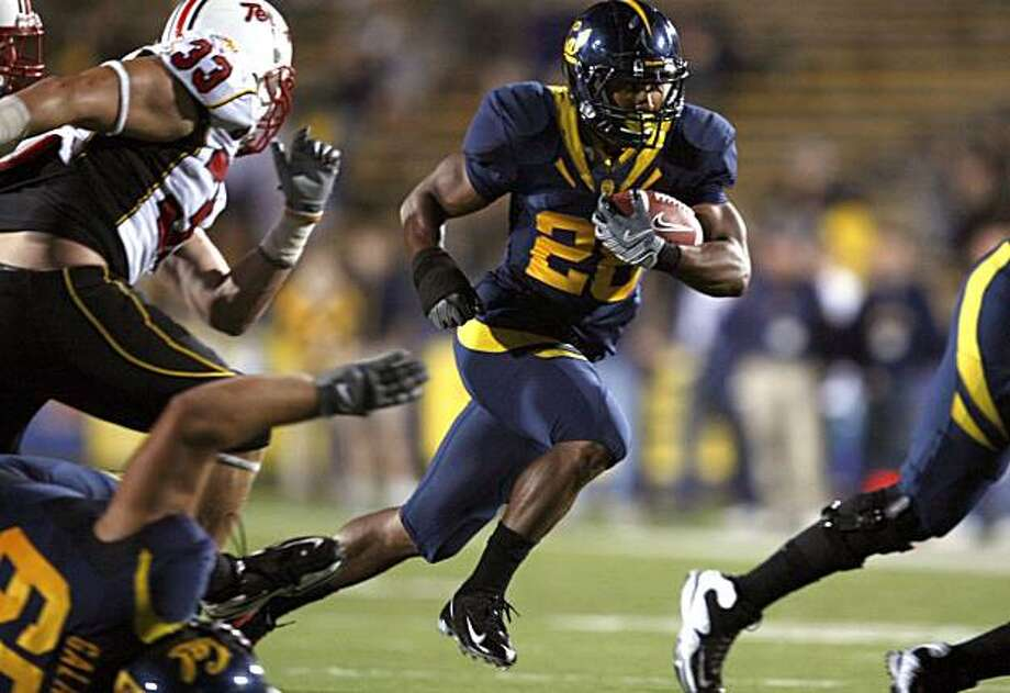 California #28 Covaughn DeBoskie-Johnson runs past Maryland defenders for a first down in 4th quarter action. CAL defeated Maryland 52-13. Sept 5, 2009. Photo: Lance Iversen, The Chronicle