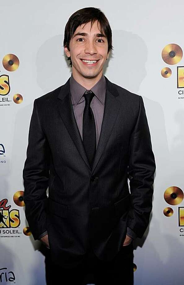 """LAS VEGAS - FEBRUARY 19:  Actor Justin Long arrives at the world premiere of Cirque du Soleil's """"Viva ELVIS"""" production at the Aria Resort & Casino at CityCenter February 19, 2010 in Las Vegas, Nevada.  (Photo by Ethan Miller/Getty Images for Cirque du Soleil) Photo: Ethan Miller, Getty Images"""