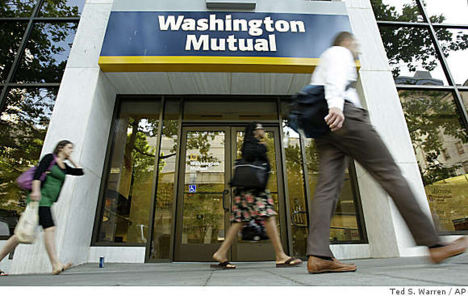 ** FILE ** In this July 15, 2008 file photo, pedestrians walk past a Washington Mutual Inc. branch in downtown Seattle. The Wall Street Journal is reporting that JPMorgan Chase & Co. has struck a deal to acquire the deposits and some of the branches of Washington Mutual Inc., which has been battered by soured mortgages, Thursday, Sept. 25, 2008. (AP Photo/Ted S. Warren, file) Photo: Ted S. Warren, AP