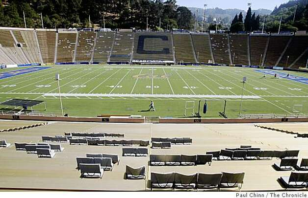 Cal's Memorial Stadium is seen in Berkeley, Calif., on Wednesday, Sept. 24, 2008. Engineers have come up with an earthquake retrofit design for the aging stadium which sits directly on the Hayward Fault. Photo: Paul Chinn, The Chronicle