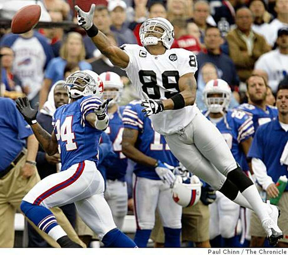 A JaMarcus Russell pass sails past Ronald Curry forcing the Raiders to punt on fourth down late in the fourth quarter against the Buffalo Bills at Ralph Wilson Stadium in Orchard Park, N.Y., on Sunday, Sept. 21, 2008. Photo: Paul Chinn, The Chronicle