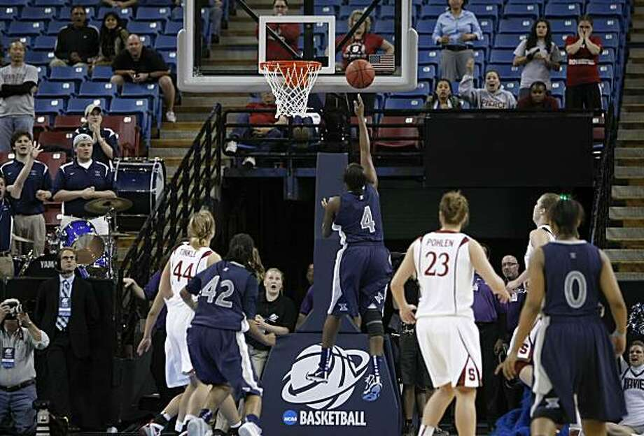 Despite being wide open for a clear shot Xavier's Dee Dee Jernigan  (4) could not make a basket in the closing seconds of the regional final of the 2010 NCAA Womens Basketball Tournament at Arco Arena in Sacramento, Calif. on Monday Mar. 29, 2010, giving the victory to Stanford who went on to win  55-53. Photo: Michael Macor, The Chronicle
