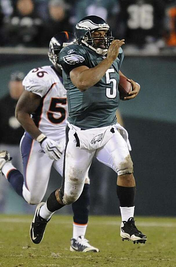 Philadelphia Eagles quarterback Donovan McNabb runs 27 yards for a critical first down against the Denver Broncos during the fourth quarter. The Eagles defeated the Broncos, 30-27, at Lincoln Financial Field in Philadelphia, Pennsylvania, Sunday, December 27, 2009. (Clem Murray/Philadelphia Inquirer/MCT) Photo: Clem Murray, MCT