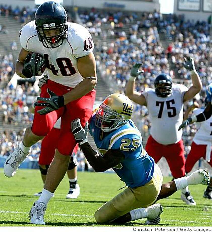 PASADENA, CA - SEPTEMBER 20:  Tight end Rob Gronkowski #48 of the Arizona Wildcats scores on a 4 yard touchdown reception past Bret Lockett #4 of the UCLA Bruins during the fourth quarter of the college football game at the Rose Bowl on September 13, 2008 in Pasadena, California. The Wildcats defeated the Bruins 31-10.   (Photo by Christian Petersen/Getty Images) Photo: Getty Images
