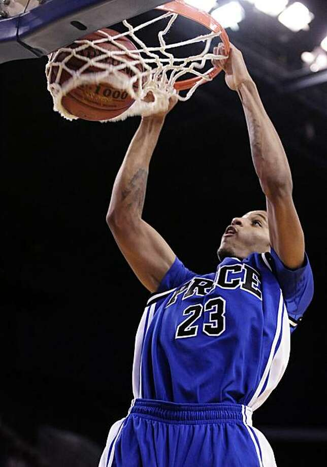 Allen Crabbe of Price of Los Angeles dunks the ball during the second half of the Boys Division IV CIF State Basketball Championship game against St. Mary's of Berkeley, Friday, March 26, 2010, in Bakersfield, Calif. Photo: Mark J. Terrill, AP