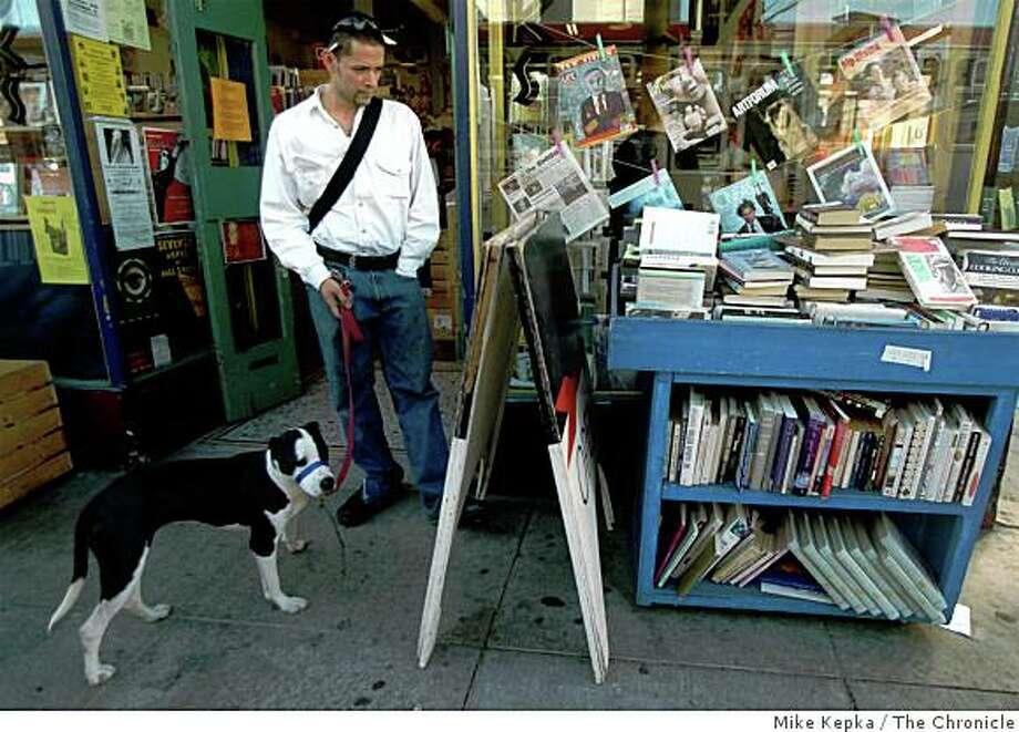 Dog Eared Books on Valencia Photo: Mike Kepka, The Chronicle