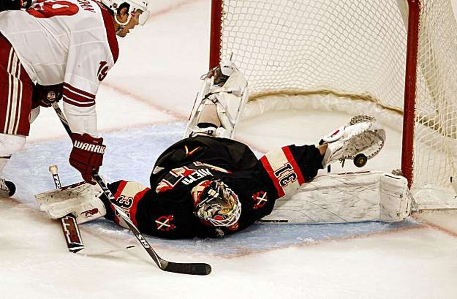 CHICAGO - MARCH 23: Antti Niemi #31 of the Chicago Blackhawks makes a save in third period in front of Shane Doan #19 of the Phoenix Coyotes on his way to a shut-out at the United Center on March 23, 2010 in Chicago, Illinois. The Blackhawks defeated theCoyotes 2-0. Photo: Jonathan Daniel, Getty Images