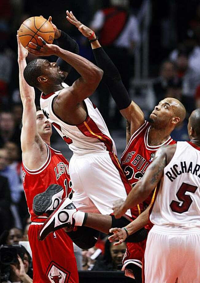 Miami Heat's Dwyane Wade (3) drives on Chicago Bulls' Kirk Hinrich (left) and Taj Gibson in the first half of NBA action at the United Center in Chicago, Illinois, on March 25, 2010. Miami thumped Chicago, 103-74.  (Chris Sweda/Chicago Tribune/MCT) Photo: Chris Sweda, MCT