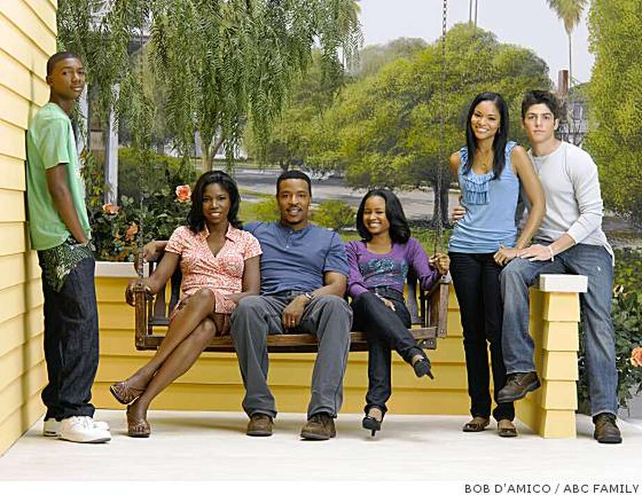 "LINCOLN HEIGHTS - Mishon Ratliff as ""Taylor 'Tay' Sutton,"" Nicki Micheaux as ""Jen Sutton,"" Russell Hornsby as ""Eddie Sutton,"" Rhyon Nicole Brown as ""Lizzie Sutton,"" Erica Hubbard as ""Cassie Sutton"" and Robert Adamson as ""Charles"" star in ""Lincoln Heights"" airing on ABC Family. (ABC FAMILY/BOB D'AMICO) Photo: BOB D'AMICO, ABC FAMILY"