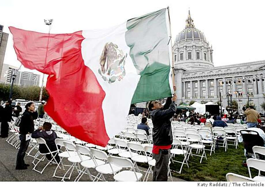 "Luis Martinez of San Francisco waves a large Mexican flag at the beginning day of the ""Fiestas Patrias"" celebrations, during which the cry, or ""grito"" will go out, as it does from every Mexican town hall, of ""Viva la independencia national! Viva Mexico!"", at City Hall in San Francisco, Calif. on  Monday Sept. 15, 2008 Photo: Katy Raddatz, The Chronicle"