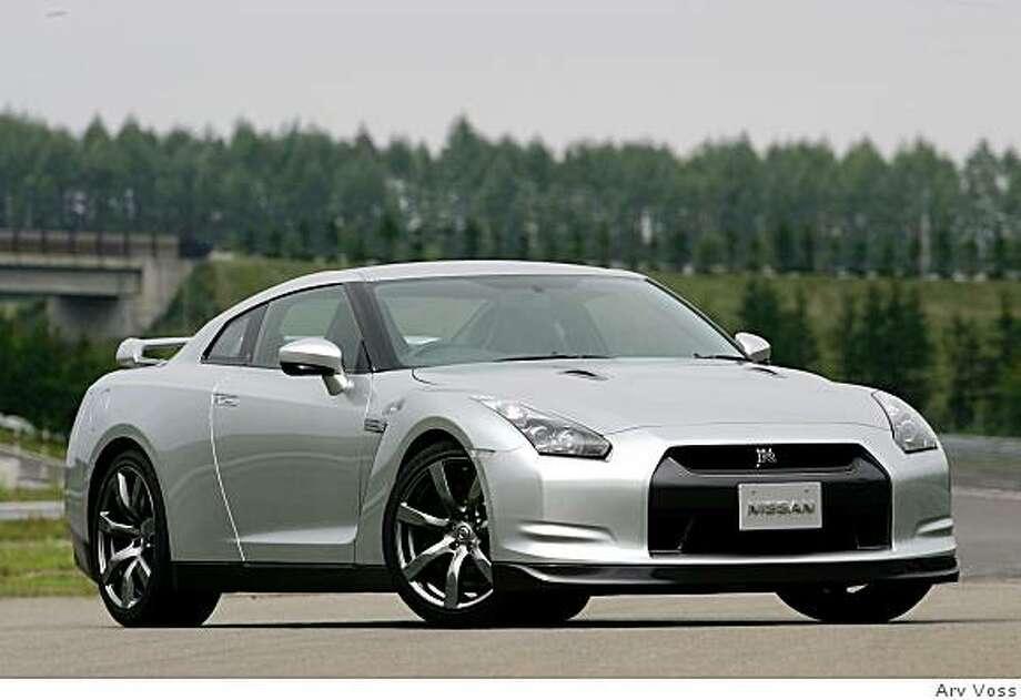 2009 Nissan GT-R Premium Photo: Arv Voss