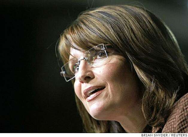 Republican vice-presidential nominee Alaska Governor Sarah Palin speaks at a campaign rally with U.S. Republican presidential nominee Senator John McCain (R-AZ) in Albuquerque, New Mexico September 6, 2008.      REUTERS/Brian Snyder (UNITED STATES) US PRESIDENTIAL ELECTION CAMPAIGN 2008 (USA) Photo: BRIAN SNYDER, REUTERS