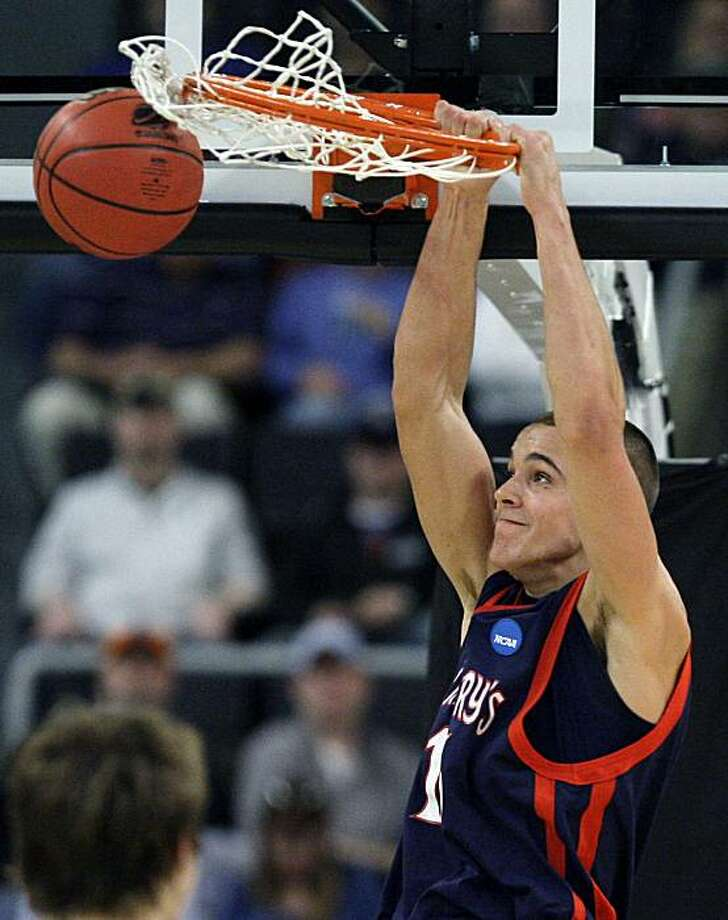 Saint Mary's Beau Levesque dunks against Richmond during the second half of an NCAA first-round college basketball game in Providence, R.I., Thursday, March 18, 2010. Photo: Elise Amendola, AP