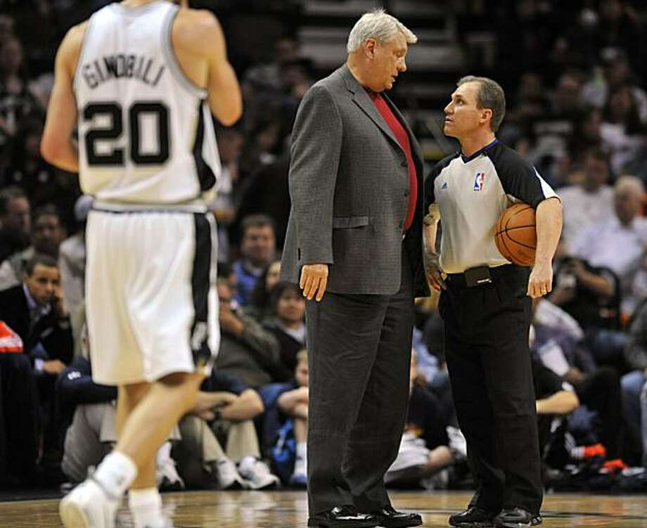 Golden State Warriors head coach Don Nelson speaks with official Ron Garretson during a break in action during the first half of an NBA basketball game at the AT&T Center in San Antonio, Friday, March 19, 2010. Nelson was ejected from the game in the first quarter. Photo: Bahram Mark Sobhani, AP