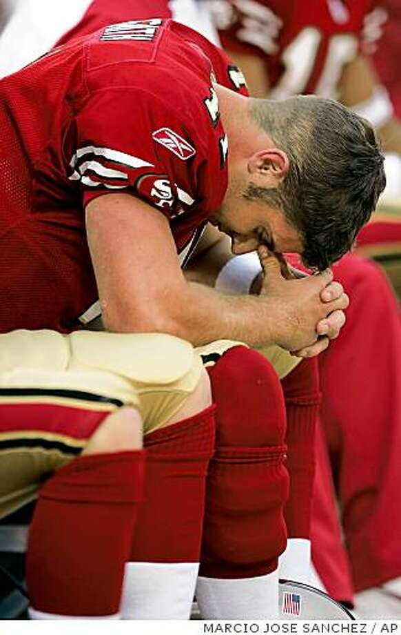 San Francisco 49ers quarterback Alex Smith lowers his head on the sideline in the closing seconds of the 49ers' 17-10 loss to the Arizona Cardinals on Sunday, Dec. 4, 2005, in San Francisco. Photo: MARCIO JOSE SANCHEZ, AP