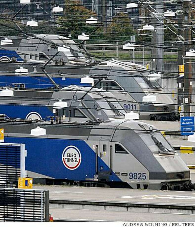 Eurotunnel trains stand at the Folkestone Channel Tunnel terminal, in southern England on September 12, 2008. A fire inside the undersea Channel Tunnel that broke out on Thursday and has halted rail traffic between Britain and continental Europe is close to being extinguished, an official in northern France said on Friday.   REUTERS/Andrew Winning (BRITAIN) Photo: ANDREW WINNING, REUTERS