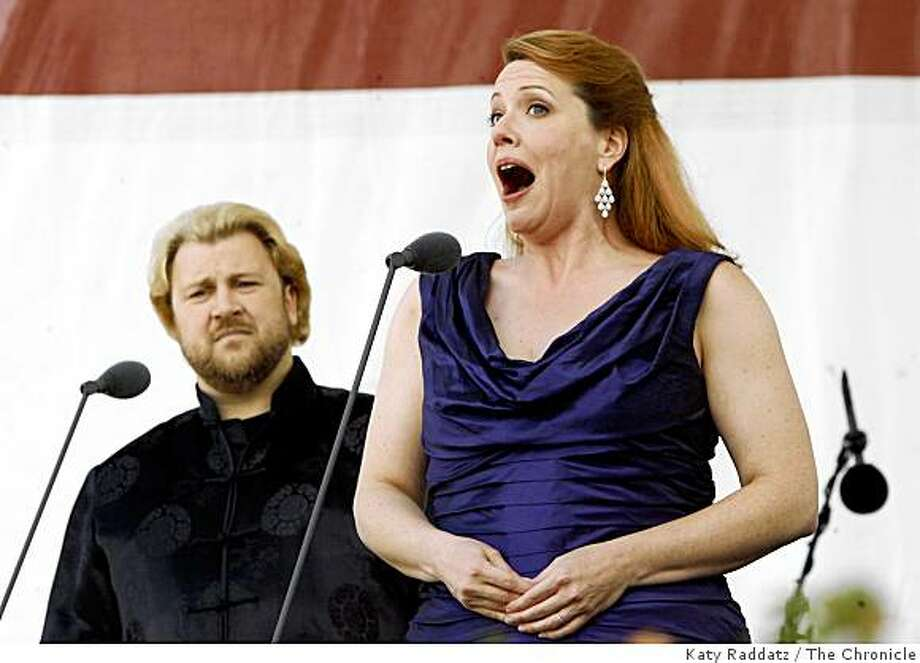 Torsten Kerl, left, and Emily Magee sing a song from Die Tote Stadt by Krongold at Opera in the Park, 2008 in Golden Gate Park. Photo: Katy Raddatz, The Chronicle