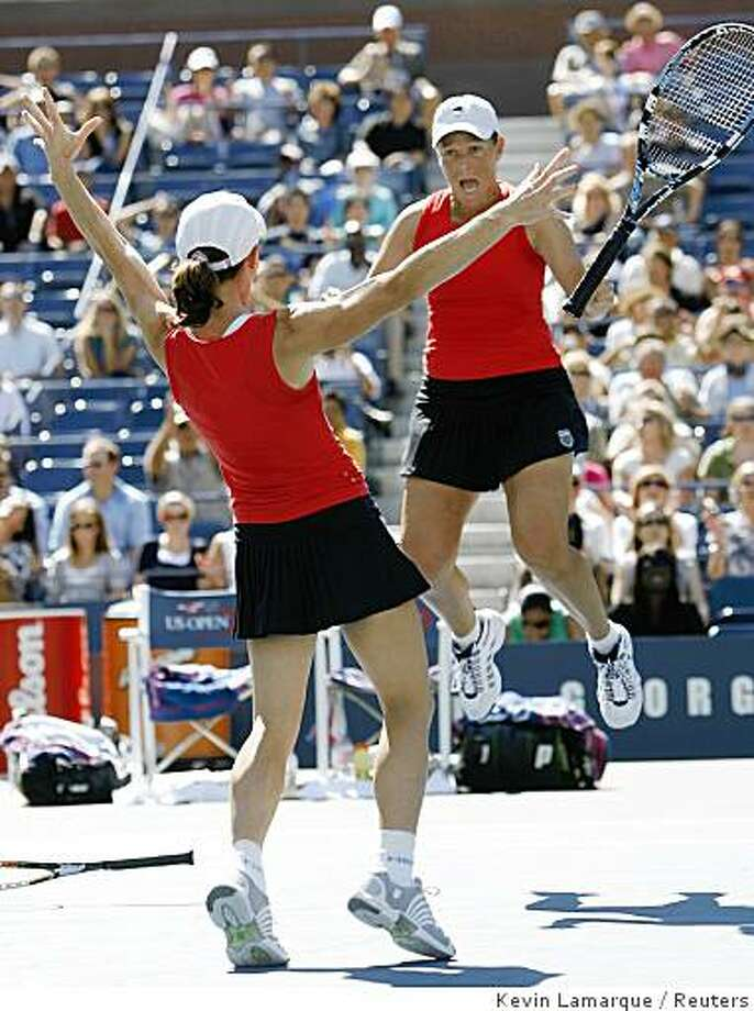 Cara Black (L) of Zimbabwe and Liezel Huber of the U.S. celebrate after match point of the women's doubles final at the U.S. Open tennis tournament at Flushing Meadows in New York September 7, 2008. Photo: Kevin Lamarque, Reuters