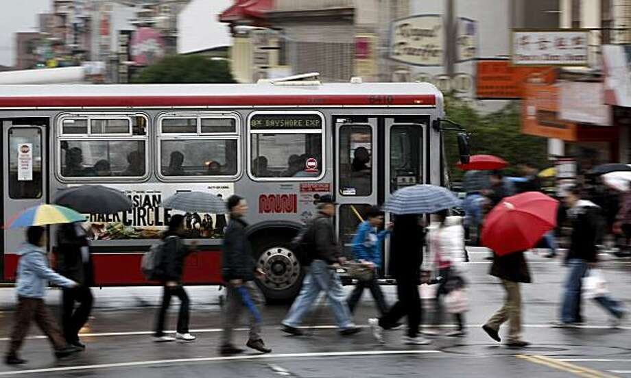 A Muni bus crosses the corner of Broadway and Stockton Street on Friday. Photo: Michael Macor, The Chronicle