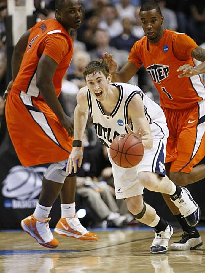 Butler guard Gordon Hayward dribbles the ball away from UTEP forward Derrick Caracter, left, and UTEP forward Arnett Moultrie, right, in the second half of their NCAA first-round college basketball game in San Jose, Calif., Thursday, March 18, 2010. Photo: Paul Sakuma, AP